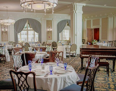 formal dining room at Downtown Hotel Roanoke in Virginia